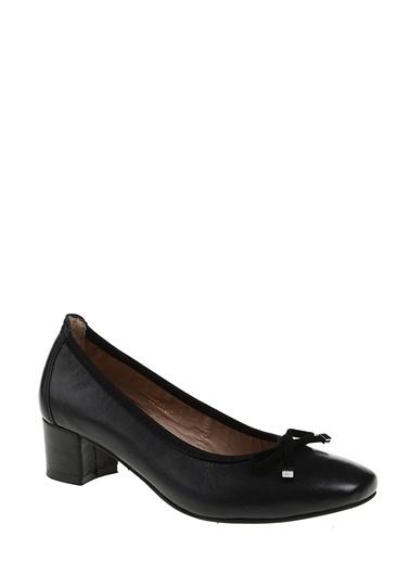 Divarese Kısa Kalın Topuklu Deri Ayakkabı Siyah